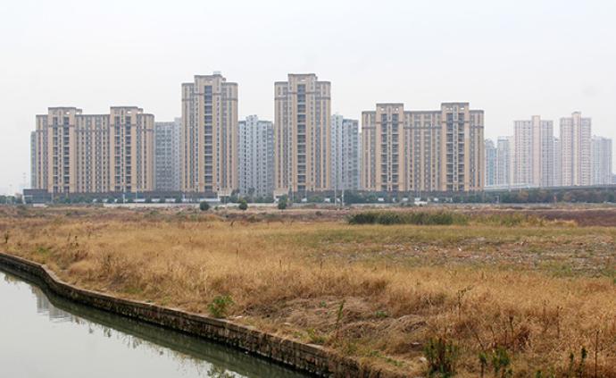 """地产商拼命买地""""补货"""":前5大房企土地储备货值超10万亿"""