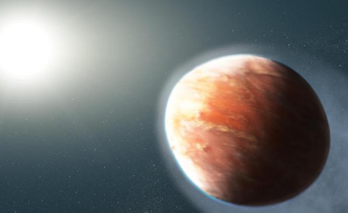 """哈勃望远镜发现橄榄球状""""热木星"""",整颗行星处于被吞噬边缘"""