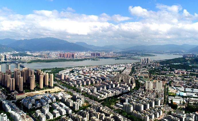 河南省上半年GDP为2.42万亿,同比增长7.7%